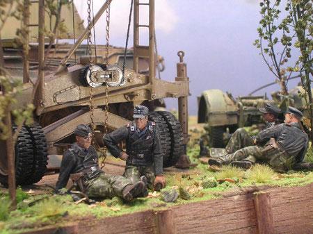 Die Verlinden-Figuren zeigen die Besatzung wartend und sich ausruhend.