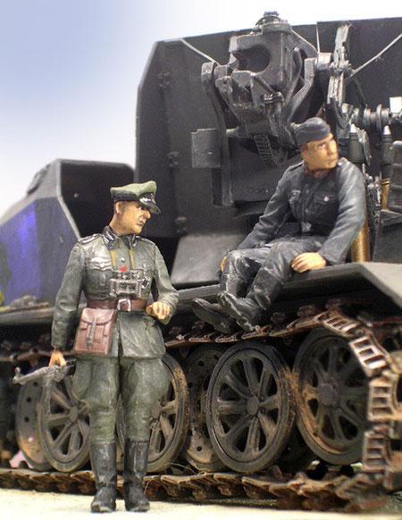 Die Größe des Fahrzeuges wird durch die Figuren deutlich.
