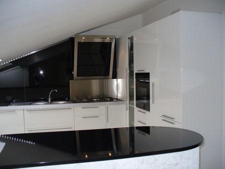 Cucina in multistrato -lucido bianco  commissionata a Cassano Murge.