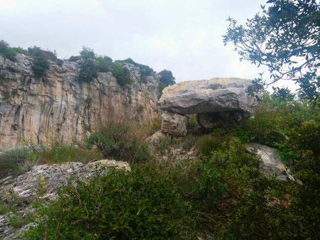 Strapatente Altar on top of the Strapatente Cave