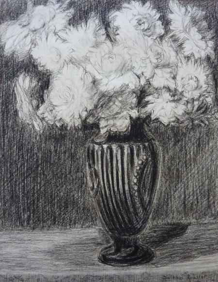 Grand bouquet de pivoines dans un vase.