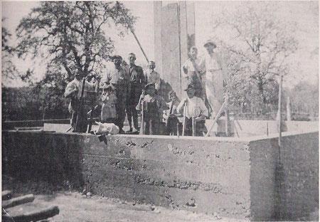 Betonierung der Grundmauern 1937