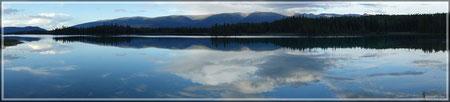 Boya Lake (zum Vergrößern bitte Anklicken)