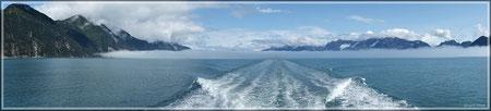Nebelwand in der Aialik Bay (zum Vergrößern bitte anklicken)
