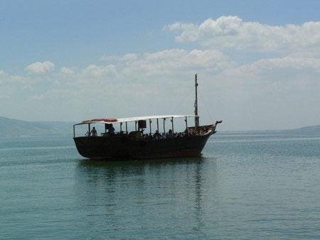 Peregrinos en el mar de Galilea