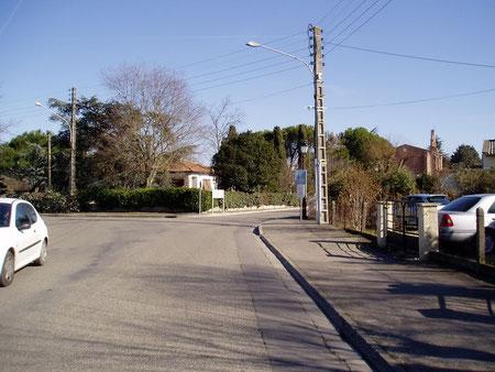 L'Eglise et la route de Gagnac en 2006.