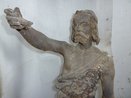 La statue de Saint Jean tenait dans sa main droite des épis de blé.