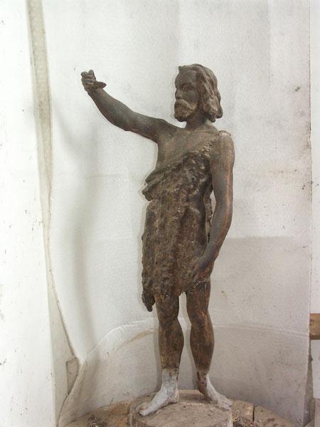 La statue de Saint Jean trônait sur le toit  du moulin.