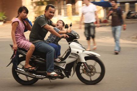 3 sind (lt. vietnamesischen Ansichten) nicht genug auf einem Motorroller