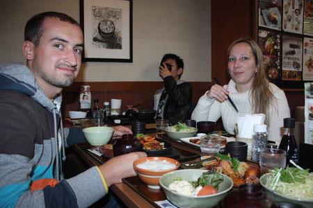 Unsere Lieblingsbeschäftigung in Tokyo - Essen - hier mit unserer Stadtführerin Silvia, die uns die japanische Kultur ganz nahe gebracht hat