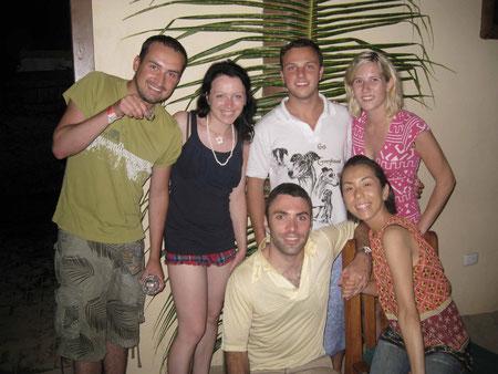 v.r. Christie, Yuki, Adam, Chris & wir mit der Siegerkrabbe