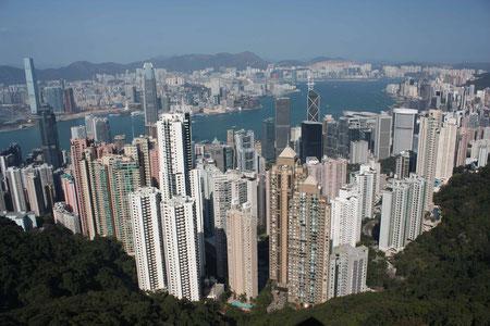 Die Skyline von Hongkong bei Tag...