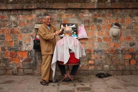 Mein #1 Shot in Vietnam - Straßenfriseur in Hanoi