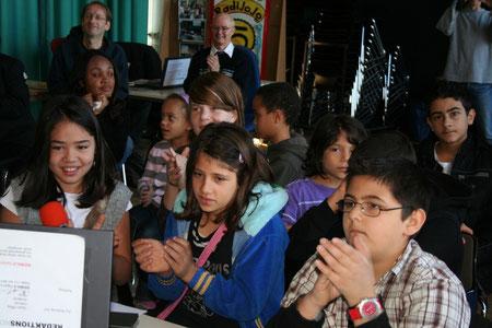 Unsere Schüler sangen ein deutsches und ein mongolisches Lied. Begleitet wurden sie vom Klatschen der Berliner Schüler.