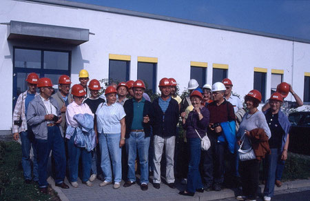 Die Teilnehmer vor dem Feldlabor