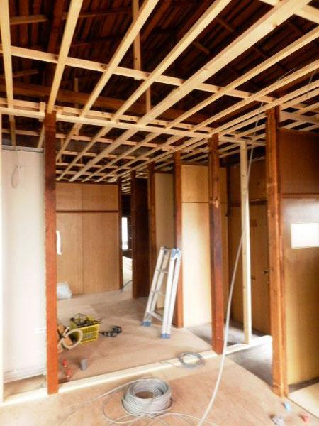 一部の壁を残し、床・天井・給排水管はすべて廃棄