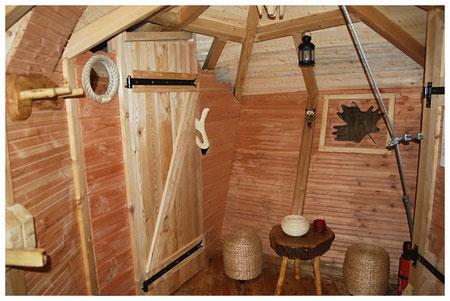 Coin détente et accès toilettes Normandie Cabanes de La Chaussée