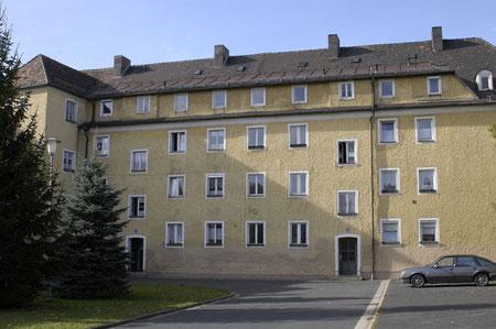 © Traudi -  Unsere Wohnung war in diesem ehemaligen Wirtschaftsgebäude im 3. Stock. (Foto 2004)