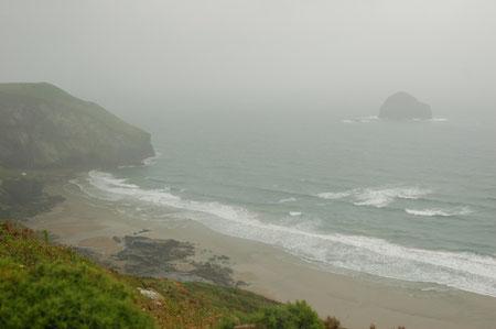 Blick hinunter in die Bucht von Trebarwith Strand