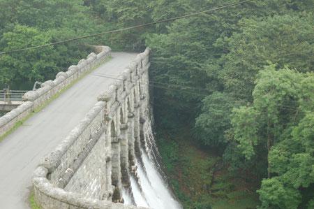 der Damm des Burrator Reservoirs beim Sheepstor
