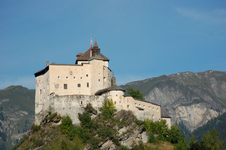 Schloss Tarasp von vorne