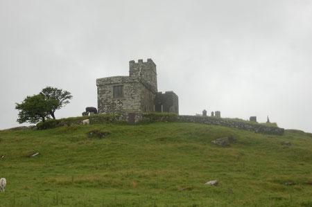 wir laufen hoch zur Kirche (1155 erbaut durch den Lord of Lamerton and Whitchurch)