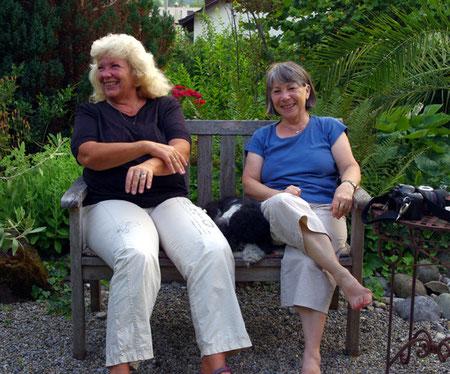 Yvonne, Nurja und ich auf dem Bänkli