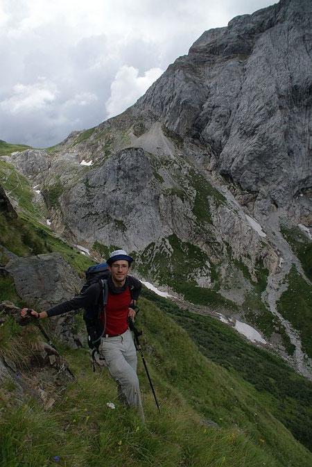 Aufstieg am kleinen steilen Weglein Richtung Viehloch
