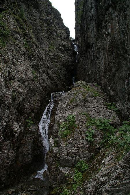 Beeindruckende Schlucht in der Steilstufe hinunter ins Ebnertal