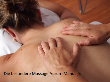 Frau auf einer Massageliege wird massiert, Stress und Entspannung, EMDR, Trauma-Therapie, PTBS, Rosacea, Neurodermitis, Psoriasis, Psychotherapie