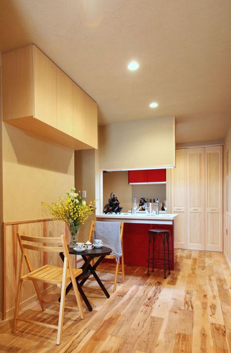 壁面上部にリビング収納 狭小地では少しの空間でも有効利用