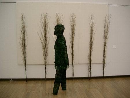 「歩く人」3×2×1.5m インスタレーション 2009年3月 62回日本アンデパンダン展出品作