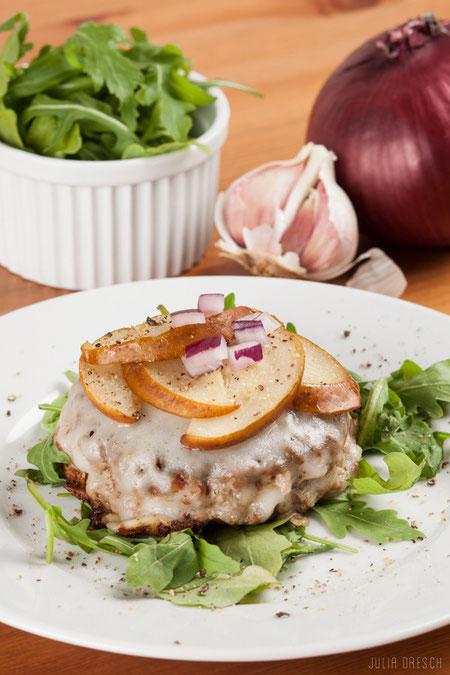 Paleo Burger mit Rucola, Ziegenkäse & Birne