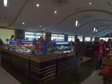 Die Restaurant-Bahnhofshalle des Melissa Garden Hotels