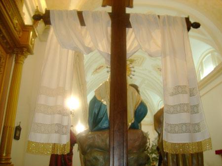 La cruz del paso de la Piedad con el sudario