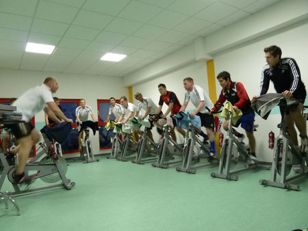 Spinning im Day & Night Sport in Marburg mit Fitness- Coach Dirk Debelius
