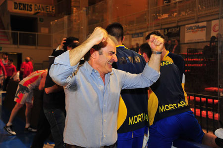 L'esultanza del coach (foto Daniele Piedinovi)