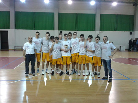 Gli Under17 con coach Gerosa e con il vice Interlandi