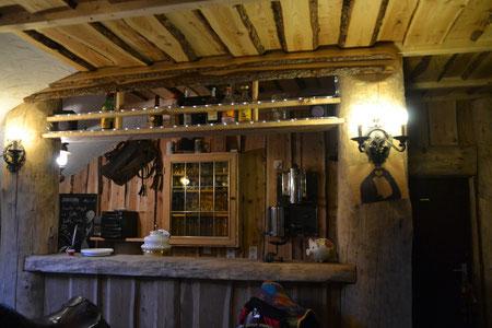 Selbst eine voll ausgestattete Bar ist im Reiterstübchen vorhanden.