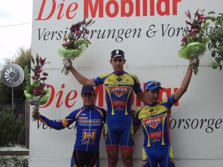Kategorie Elite: Till Dreyer (3. Team Hörmann), Primin Lang (1./Team Atlas Personal) und Raphael Addy (3./Team Atlas Personal).