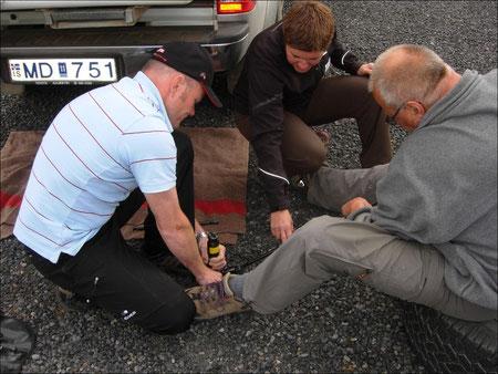 Die erste Panne, ein Plattfuss bei Jonas Auto kann uns aber nicht lange aufhalten.
