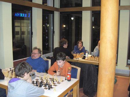 Die zwei Spitzenspieler der 4ten Mannschaft: Michael Junker (links) und Joel Sexauer (rechts).