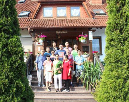 Unsere Pension ist international. Sogar aus China reiste diese Gästegruppe an, um Bad Bocklet und Umgebung kennen zu lernen.