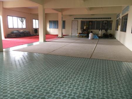 Die Meditationshalle, in der uns unser Lehrer im Meditieren unterrichtete