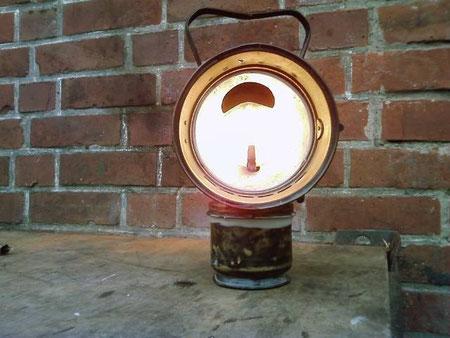 Hier under pressure, diese Lampe wurde angeblich an Traktoren verwendet