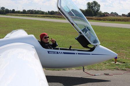 Christoph in seinem Segelflugzeug ASW 20