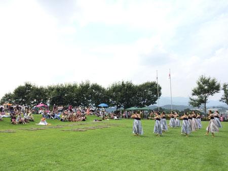 芝生の上で風に吹かれてケイキもワヒネも楽しみました!