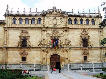 Das Colegio Mayor de Sant Ildefonso, der alte Kern der Universität Alcalá de Henares (Quelle: wikimedia)