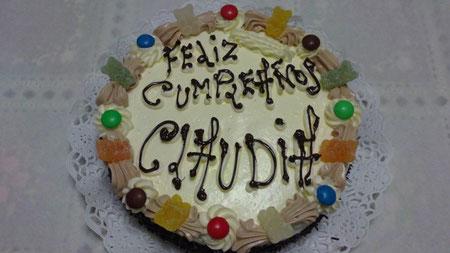 3-4-11,Estos dos pasteles son un encargo para dos hermanitas que cumplen años  con ocho dias de diferencia.