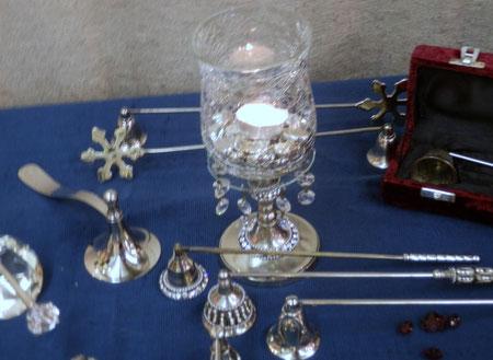 Modèles argentés et avec incrustations de cristaux Swarowski